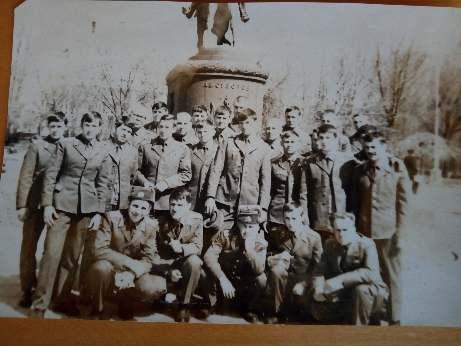 04_Делікатний П.М. (2-й ряд, третій ліворуч) з курсантами Ярославльського вищого воєнно