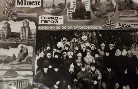 04_Світлина 1. Пліскунова О.М. (останній ряд, перша праворуч) зі студентами Артемівського