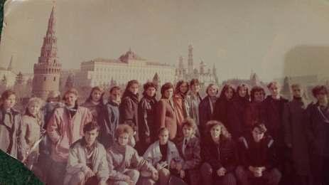 04_Світлина 2. Пліскунова О.М. (сидить, друга праворуч) зі студентами Артемівського
